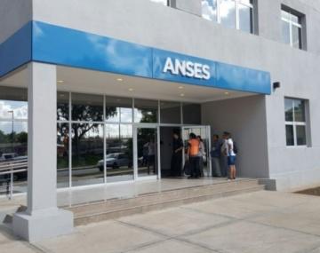 ANSES paga bono extraordinario: el 3 de abril comenzarán a cobrar los $10.000 beneficiarios de AUH y AUE