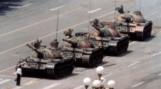 Murió Charlie Cole, el fotógrafo de la histórica imagen de los tanques de Tiananmen