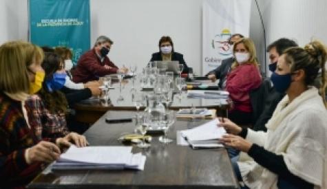 EDUCACIÓN Y GREMIOS DOCENTES SE REUNIERON PARA PROGRAMAR EL REGRESO A CLASES