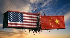 Trump ordena a las empresas que empiecen a buscar alternativas a China