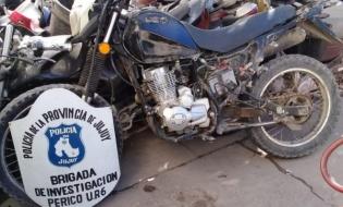 POLICIAS RECUPERAN UNA MOTO QUE TENIA PEDIDO DE SECUESTRO ACTIVO