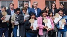 Entrega de viviendas y escrituras en Volcán