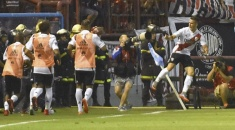 En un partido chato, River encontró el gol y le ganó a Boca en Mar del Plata